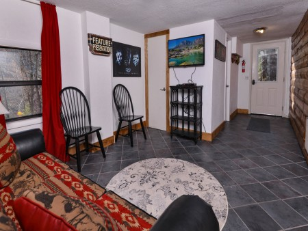 Pigeon Forge - Hillside Hideaway - Gameroom TV