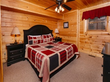 Pigeon Forge Cabin- It's A Wonderful Life – Bedroom Three