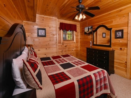Pigeon Forge Cabin- It's A Wonderful Life – Bedroom Three TV