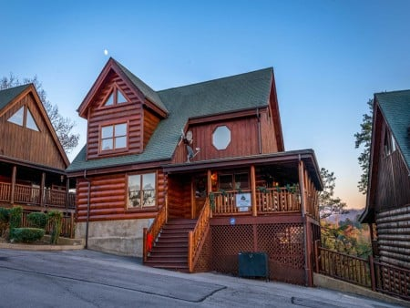 Pigeon Forge Cabin- It's A Wonderful Life – Exterior Front
