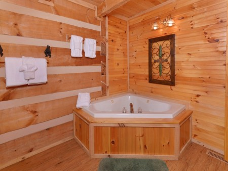 Pigeon Forge - A Sweet Retreat - Indoor Jetted Tub