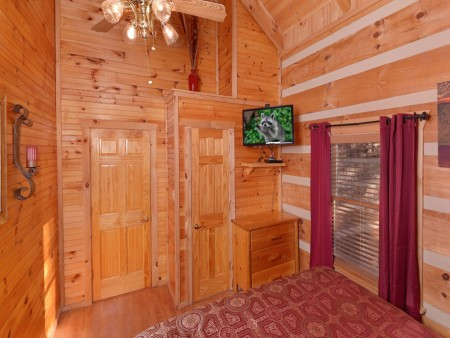 Pigeon Forge - A Sweet Retreat - Bedroom 1