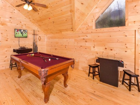 Pigeon Forge Cabin - Beaver's Mountaintop Retreat - Pool Table