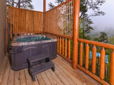 Pigeon Forge Cabin - Beaver's Mountaintop Retreat - Hot Tub