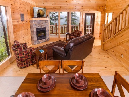 Pigeon Forge Cabin - Beaver's Mountaintop Retreat - Living Room