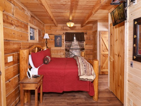 pigeon forge cabin - a secret romance - bedroom