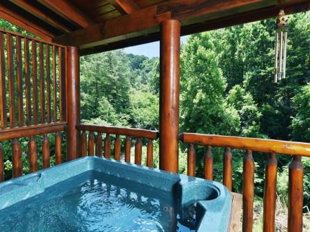 Pigeon Forge Cabin- American Bear Cabin – Hot Tub