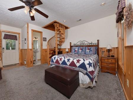 Pigeon Forge Cabin- American Pride – Bedroom