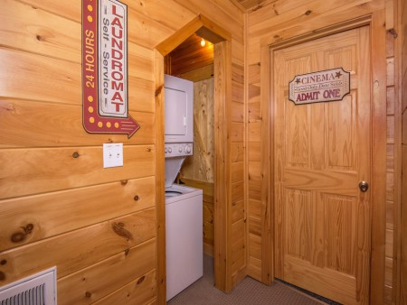 Pigeon Forge Cabin - Be Our Guest - Washer Dryer Laundry