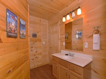 Pigeon Forge Cabin - Be Our Guest - Bathroom