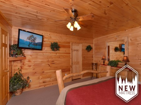 Pigeon Forge Cabin - Be Our Guest - Bedroom