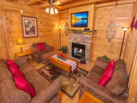 Pigeon Forge Cabin - Be Our Guest - Living Room