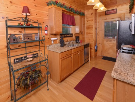 Pigeon Forge Cabin - Be Our Guest - Kitchen