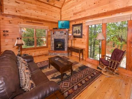 pigeon forge cabin – big bear plunge – living room