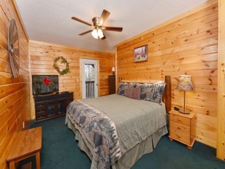 Pigeon Forge - Big Bear Retreat - Bedroom