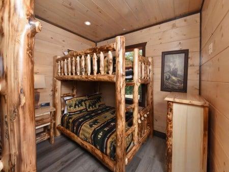 Pigeon Forge Cabin - Big Forest Lodge -  Bedroom
