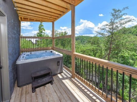 Pigeon Forge Cabin - Big Forest Lodge - Hot Tub