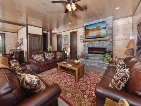 Pigeon Forge Cabin - Big Forest Lodge - Living Room