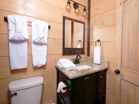 Pigeon Forge Cabin - Big Forest Retreat - Bathroom