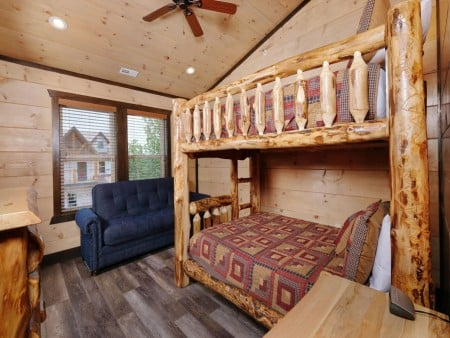 Pigeon Forge Cabin - Big Forest Retreat - Bedroom