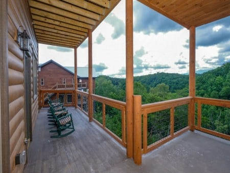 Pigeon Forge Cabin - Big Forest Retreat - Covered Deck/View