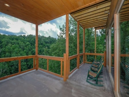 Pigeon Forge Cabin - Big Forest Retreat - Covered Deck