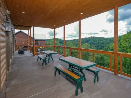 Pigeon Forge Cabin - Big Forest Retreat - Deck Dining