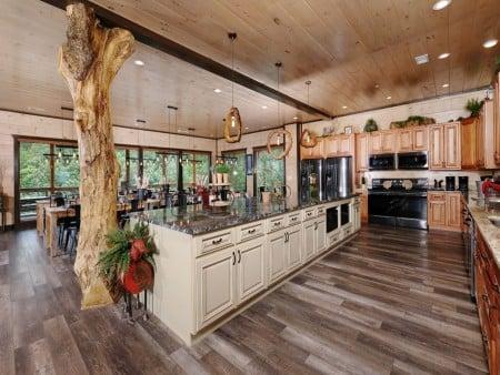 Pigeon Forge Cabin - Big Forest Retreat - Kitchen