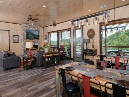 Pigeon Forge Cabin - Big Forest Retreat - Dining Room