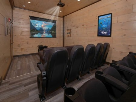 Pigeon Forge Cabin - Big Forest Retreat - Theater Room