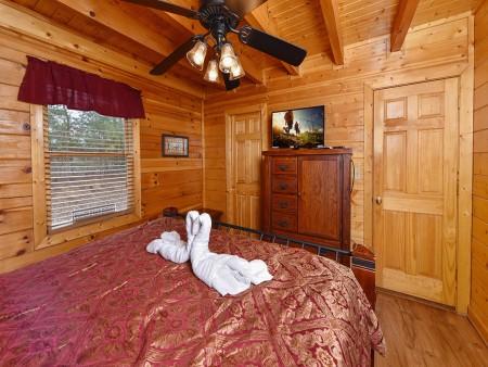 pigeon forge cabin – black bear ridge mountain views - bedroom