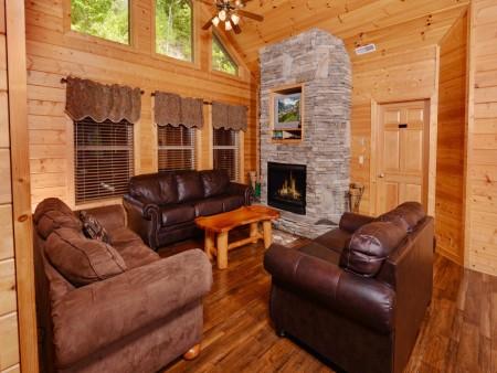 pigeon forge cabin – buckskin lodge – living room