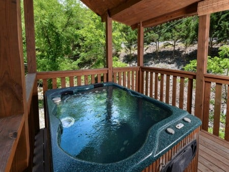 pigeon forge cabin – comforts me – hot tub