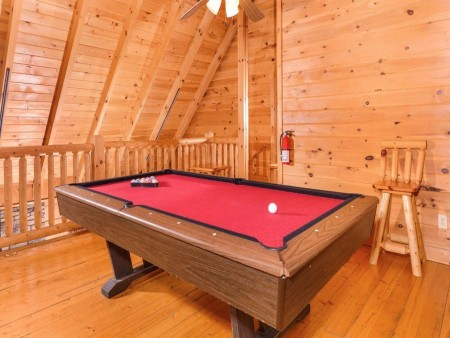 pigeon forge cabin – good times – game room