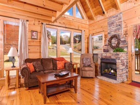 pigeon forge cabin – good times – living