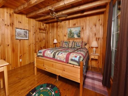 Pigeon Forge Cabin - Heart's Desire - Bedroom