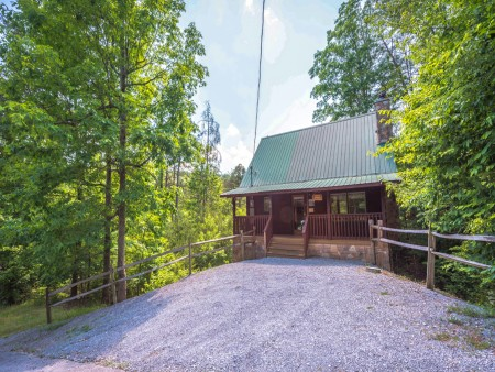 Pigeon Forge Cabin - Hiker's Hideaway - Exterior