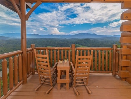 pigeon forge - legacy views and a theater - deck