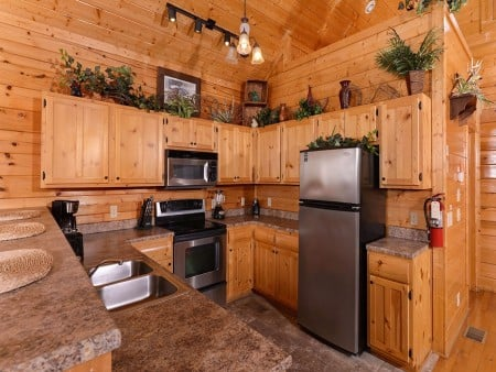 pigeon forge - legacy views and a theater - kitchen