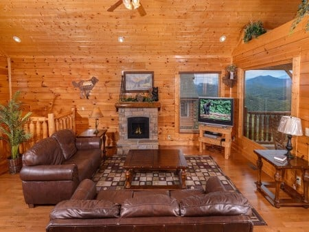 pigeon forge - legacy views and a theater -living room