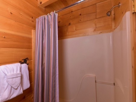 Pigeon Forge - Lucky Enough - bathroom