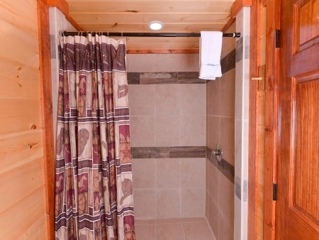 Pigeon Forge - Majestic Lodge - bathroom