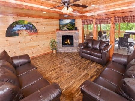 Pigeon Forge - Majestic Lodge - living room