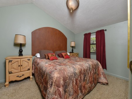 Pigeon Forge Cabin- Over The Top – Bedroom