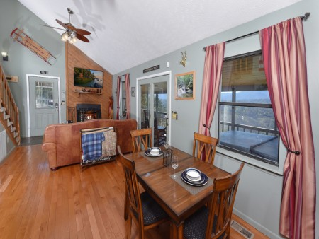 Pigeon Forge Cabin- Over The Top – Dining Room