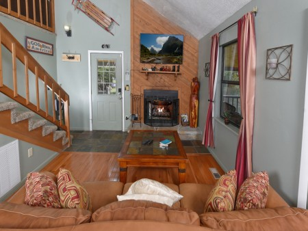 Pigeon Forge Cabin- Over The Top – Living Room