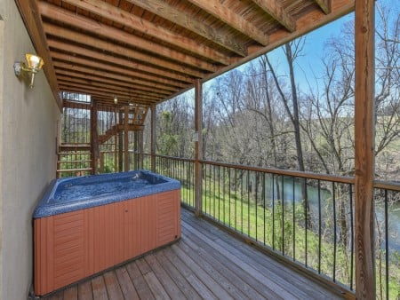 Pigeon Forge Cabin - River Retreat - Hot Tub