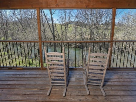 Pigeon Forge Cabin - River Retreat - Covered Deck/Rocking Chairs
