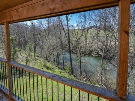 Pigeon Forge Cabin - River Retreat - Covered Deck/River View