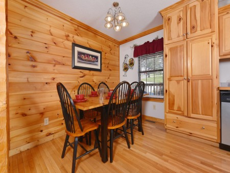Pigeon Forge Cabin - River Retreat - Dining Room
